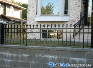 aluminum-railing-on-stone-base