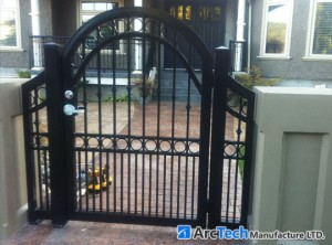 bell-curved-soild-frame-entry-gate