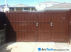 privacy-entry-with-side-gate