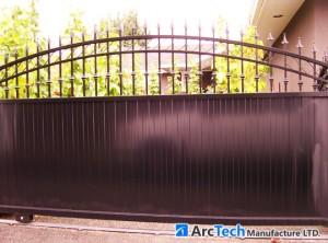 semi-privacy-driveway-gate